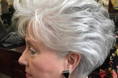 Haircuts for older women over 40 to 60 for 2019-2020
