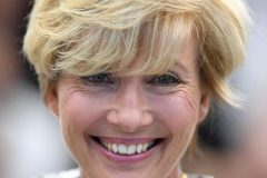 emma thompson honey yellow hair color short haircut with bangs