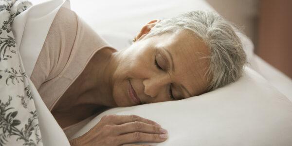 3 простые привычки, сохраняющие молодость во сне