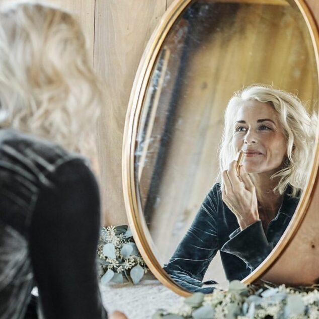 5 причин, почему некоторые в 50 выглядят как молодые женщины, а другие, как бабули